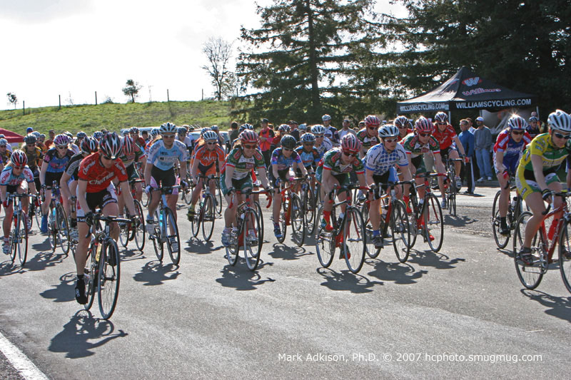 8627 The Pro-open women race off the line